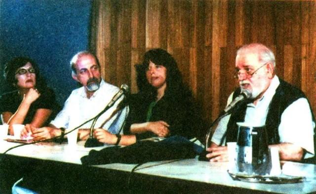 BEATRIZ AMARAL – OUTUBRO DE 1997 AO LADO DE HAROLDO DE CAMPOS, OMAR KHOURI E LENORA DE BARROS – EM MESA LITERÁRIA NA BIBLIOTECA MÁRIO DE ANDRADE.