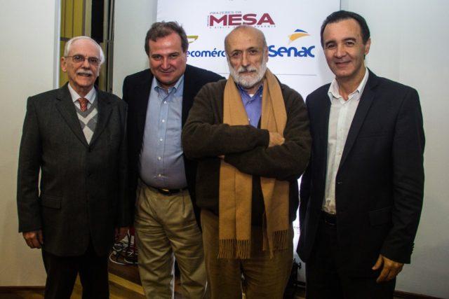 foto ao centro Georges Schnyder e Carlo Petrini